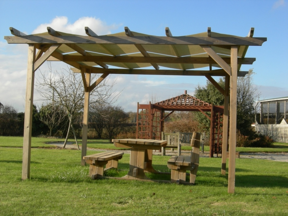 Barri re table banc portique limiteur de hauteur passerelle ponton platelage chemin de for Plans de pergola