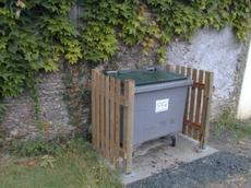 Corbeilles et caches containers mobilier ext rieur for Agencement container